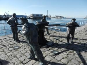 Gångspel för att flytta segelskutor inne i hamnen