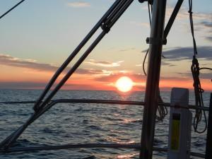 Solnedgång mitt på Östersjön