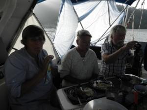 Kocken Åsa, födelsedagsbarnet Lena och vissångskonstnären Dan