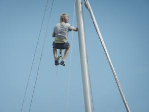 Holländske Jordi på väg upp i masten