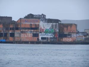"""""""Ruggiga"""" kvarter i Santos hamn. Allt är inte vackert."""