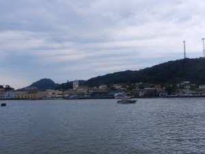 Sao Francisco Do Sul, med Marinens båt ankrad bredvid oss