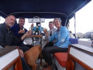 Firar ankomsten till ett nytt land tillsammans med holländska vännerna