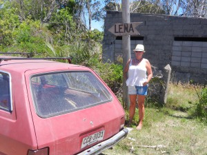 Lena och en gammal Opel.