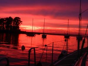 Solnedgång i hamnen.