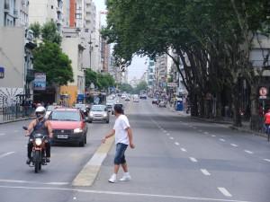 Av. 18 de Julio, 3 km lång och proppfull med små butiker