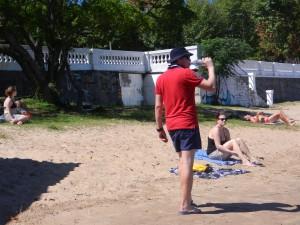 Jens och Liza på stranden i Sacramento de Colonia