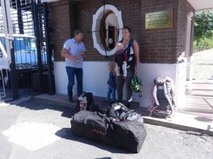 Jens, Aaron, Liza och Edvin packade och klara för avtransport till flygplatsen i Buenos Aires