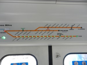 Pendeltåg, man ser hela tiden var tåget är och nästa station