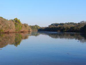 På utflykt med jollen upp i en mindre flod