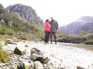 Lena och Micke på promenad i Puerto Hopner