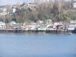 En av de aldsta delarna av Castro. Hus bygda nara vattnet pa langa trapalar. Omradet ar nog kulturmarkt.