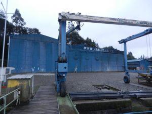 Båtfabriken med travelliften i förgrunden.