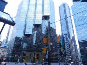 Downtown i Toronto. Rejäla byggnader.