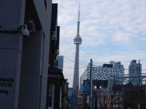 Tv tornet i Toronto, 553 meter, byggt 1976. fram till 2010 världens högsta torn o fristående byggnadsverk