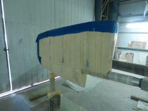 Två lager Duoaxial matta är nu lagt i bakkant av rodret.