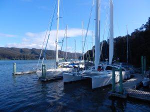 47 fotare till salu. Vår båt i bakgrunden.