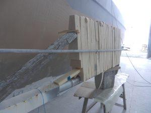 Halva rodret är nu uppbyggt i Divinycell som limats i skivor
