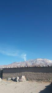 Rykande vulkan sticker upp 6060 möh.