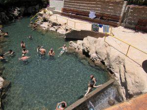 Bad i varma källorna i Pica. Det är jag som år Albylen längst till höger. Blir så med långkalsonger på ett helt år.
