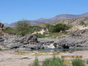 Ett vattendrag i en liten dalgång. Väldigt ovanligt i dessa trakter.